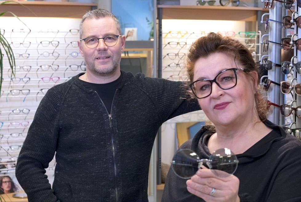 Kaikille tuttu yrittäjäpariskunta Katriina ja Marko toivottavat niin uudet kuin entuudestaan tututkin asiakkaat palveltavaksi.
