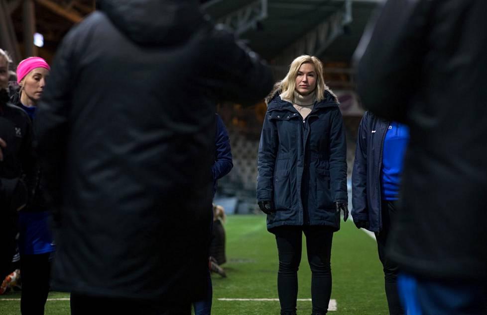 Kansallisen liigan toiminnanjohtaja Heidi Pihlaja toimii myös naisten jalkapallon kehityspäällikkönä.