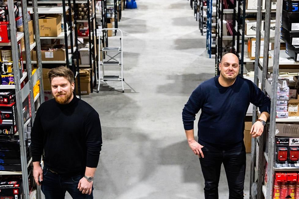 Aloittaessaan 7,5 vuotta sitten säkyläläisten Kalle Thesslerin ja Petteri Kuusiston ensimmäinen este oli myydä pienille verkkokaupoille idea varaston ulkoistamisesta. Nykyisin kaverusten yritys toimii Turussa 1400 neliömetrin hallissa, johon on suunnitteilla laajennus.