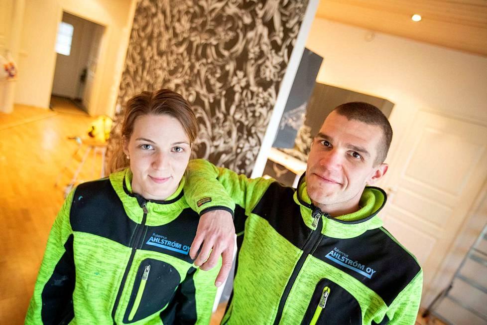 Sina Sillanpää ja Niklas Ahlström tietävät arjen aikataulutuksen hankaluudesta.