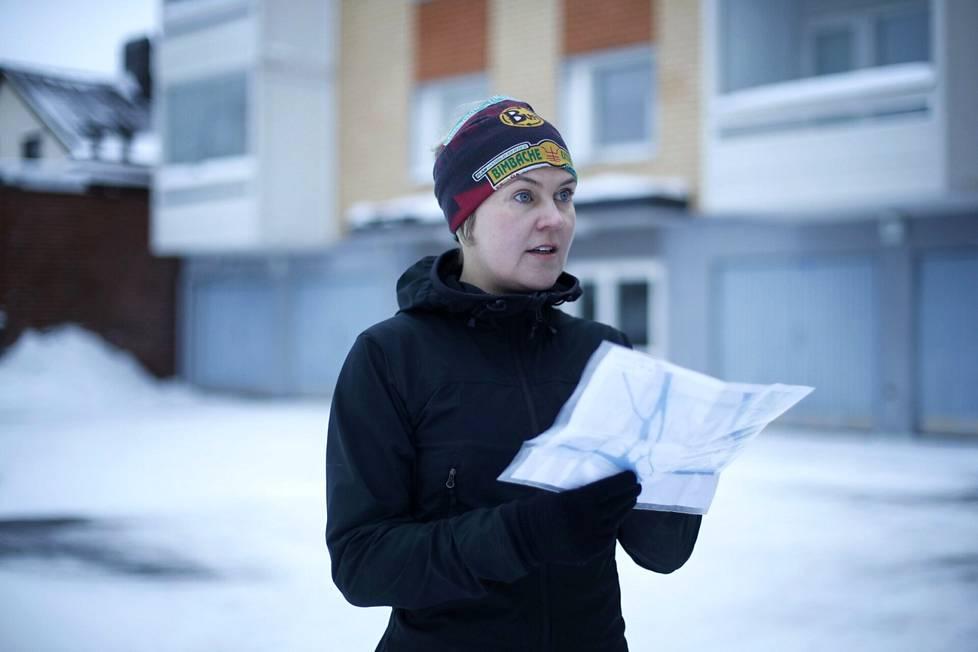 Kartta käteen ja menoksi! Juoksemalla Outi Seppä tutustuu Poriin ja pitää samalla kuntoaan yllä.