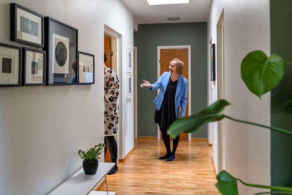 """""""Kuva kertoo enemmän kuin tuhat sanaa. Laadukkailla kuvilla onkin valtava merkitys asunnon myynnin kannalta"""", kertoo kiinteistönvälittäjä Heidi Koivunen."""