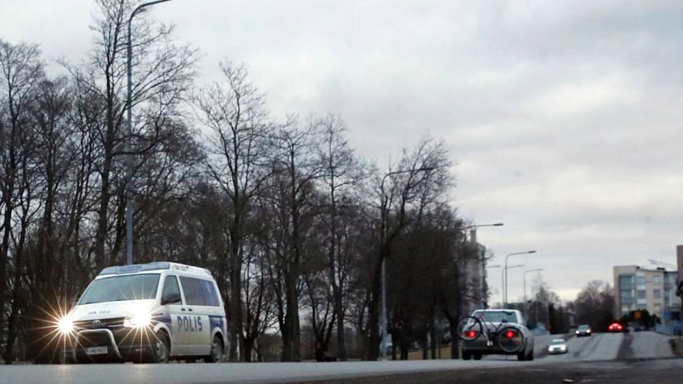 Poliisi tutkii Porissa alaikäisen pojan törkeää pahoinpitelyä. Kuvituskuva.