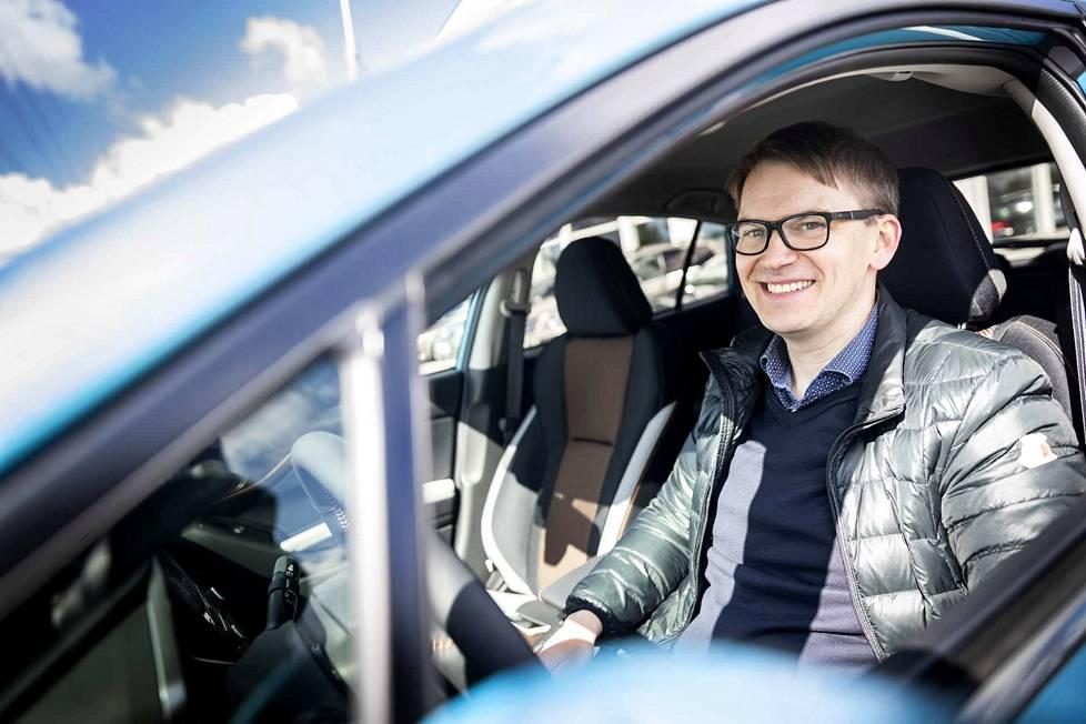 Jari-Pekka Viannon vaatimuslistalla on vetokoukku, johon saa kiinnitettyä telineen maastopyörää varten. Toki Subaru XV:n takatilaankin pyörän saa ujuteltua, jos takapenkit laskee alas ja varsinkin, jos pyörästä nappaa etupyörän irti.