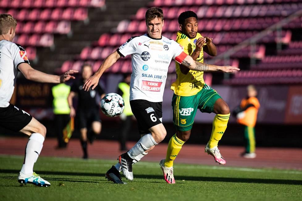 Hakan Jaocb Bushue ja Ilveksen Felipe Aspegren (oik.) jatkavat seuroissaan tulevalla kaudella.