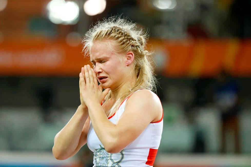 """""""Ei vittu tällä tasolla voi 14 pistettä antaa"""", painija Petra Olli purki pettymystään suorasukaiseen tyyliin hävittyään Rion olympialaisissa Kirgisian Aisuluu Tynybekovalle 7–14."""