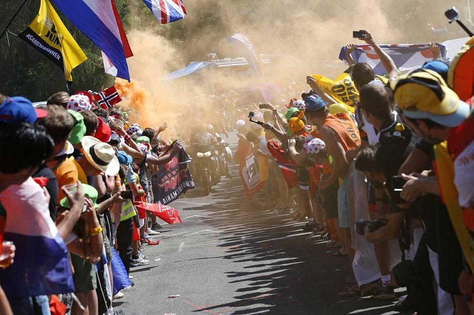 Alpe d'Huez'n perinteikäs nousu on ollut yleisön käytöksen suhteen Ranskan ympäriajon pahimpia paikkoja. Kuva vuoden 2015 kilpailusta.