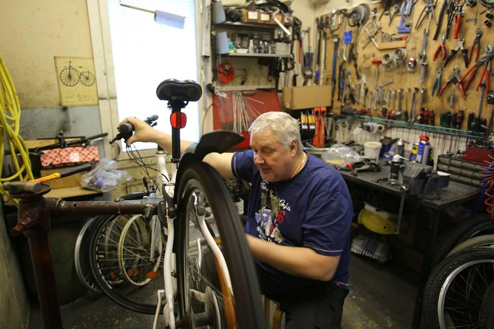 Valkeakoskella sijaitsevan Jussin pyörän yrittäjä Juha Pöyhönen kertoo, että keväällä kaikki myyntiin tulleet polkupyörät on jo myyty. Töitä on riittänyt myös huollettavien pyörien kanssa. Pöyhönen kertoo, että päivässä hän huoltaa jopa 15 polkupyörää.