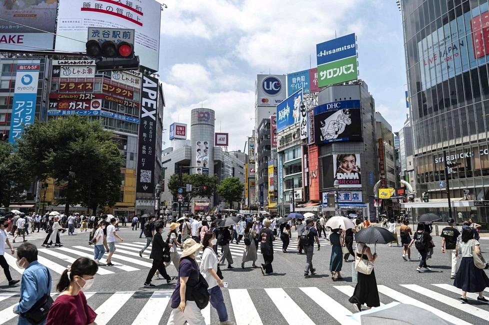Lämpöhalvaus ja auringonpistos ovat todellisia uhkia Tokion paahtavassa helteessä.