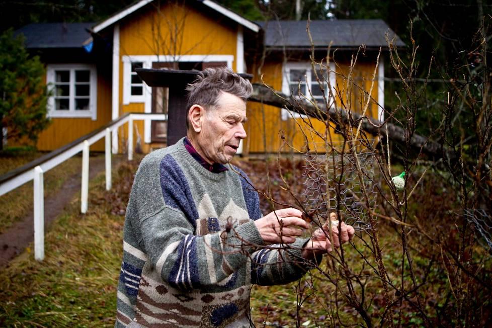 Pentti Linkola kuvattiin vuonna 2012 Valkeakoskella 80-vuotishaastattelua varten. Linkola asui Sääksmäen Ritvalassa.