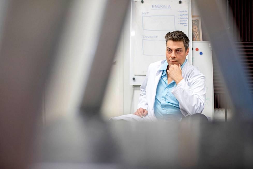 Lääkäri Mikael Kivivuori sai potkut Terveystalosta levitettyään väärää tietoa koronapandemiasta. Kivivuori ei usko koko koronapandemian olemassaoloon.