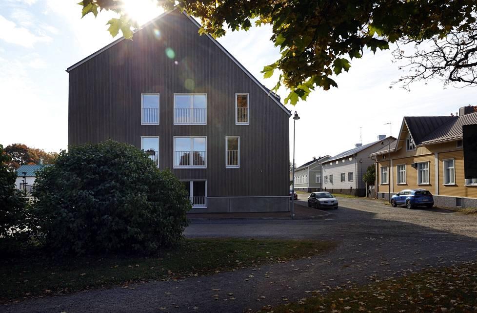 Porin Kuukkariin nousseen puutalon rakennusriita päätyi käräjäoikeuteen.