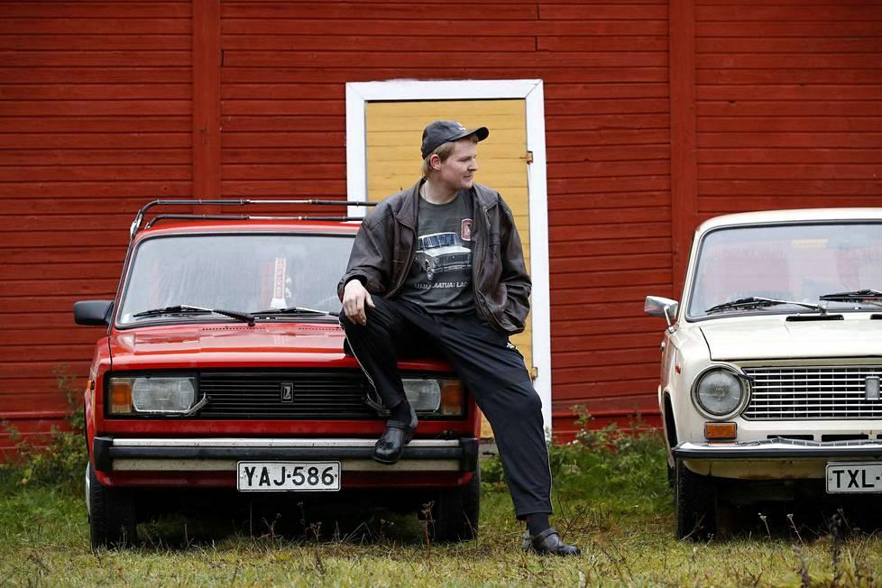Matias Kylänpää lähtee töihin sillä Ladalla, minkä tankissa on eniten bensaa.