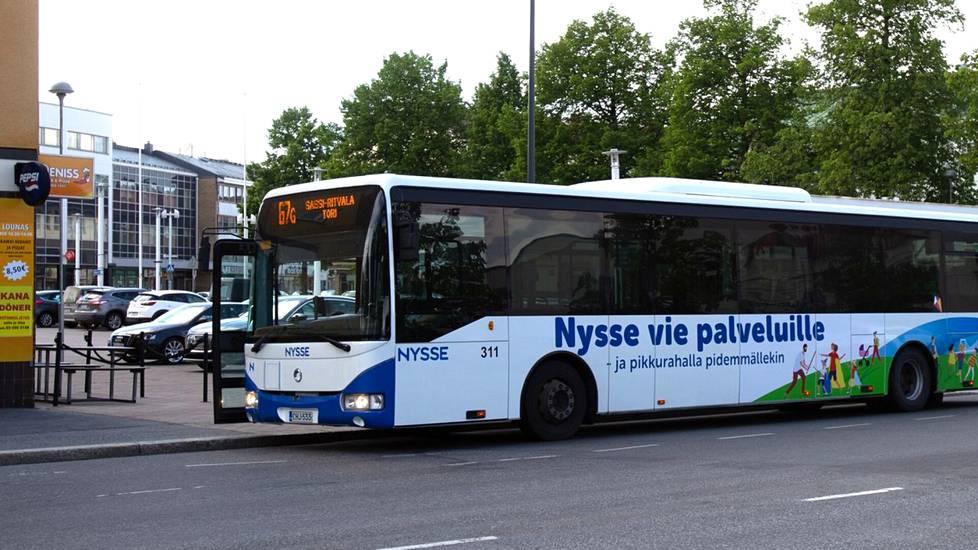 Nyt alkava lukuvuosi on Valkeakoskella ensimmäinen, minkä aikana koulumatkat kuljetaan Nysse-bussien kyydissä.