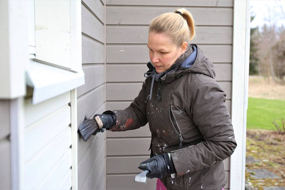 Hanna Kaskela kertoo, että korona-aikana osa ihmisistä viettää nyt paljon aikaa kotona ja haluaa siistiä kotinsa ilmettä, mutta osa on ehkä myös siirtänyt remonttisuunnitelmiaan.