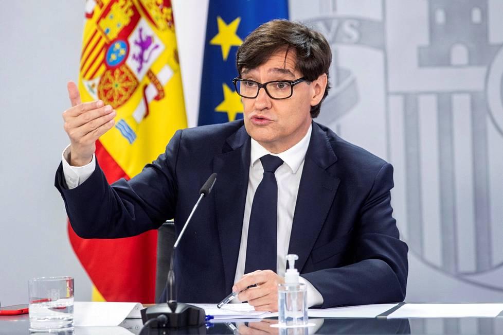 Espanjan terveysministeri Salvador Illa yrittää patistaa myös rokotetta epäileviä kansalaisia ottamaan rokotteen.