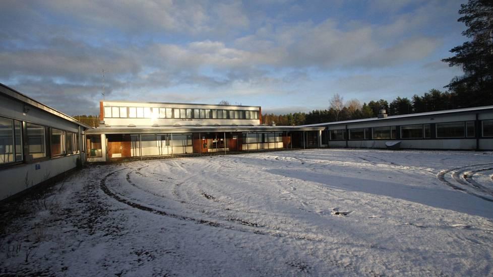 Niinisalon koululla on ollut hiljaista jo jonkin aikaa, sillä tilat ovat olleet käyttökiellossa.