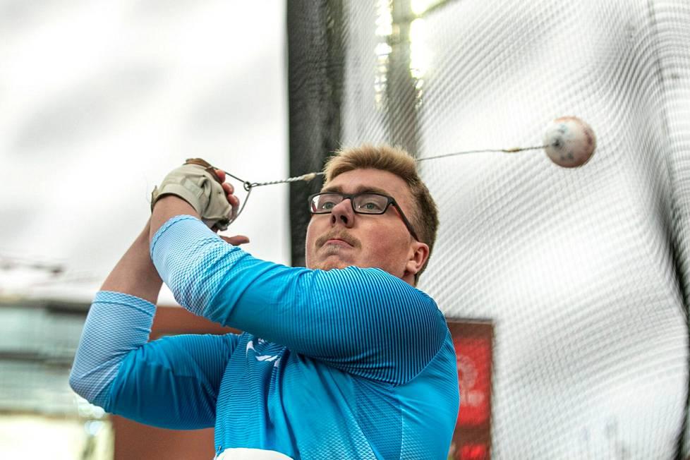 Kankaanpään seudun Leiskun Aaron Kangas on mukana Vuoden urheilija -äänestyksen ehdokaslistalla. Hänen isänsä Jarmo Kangas on ehdolla Vuoden valmentajaksi.