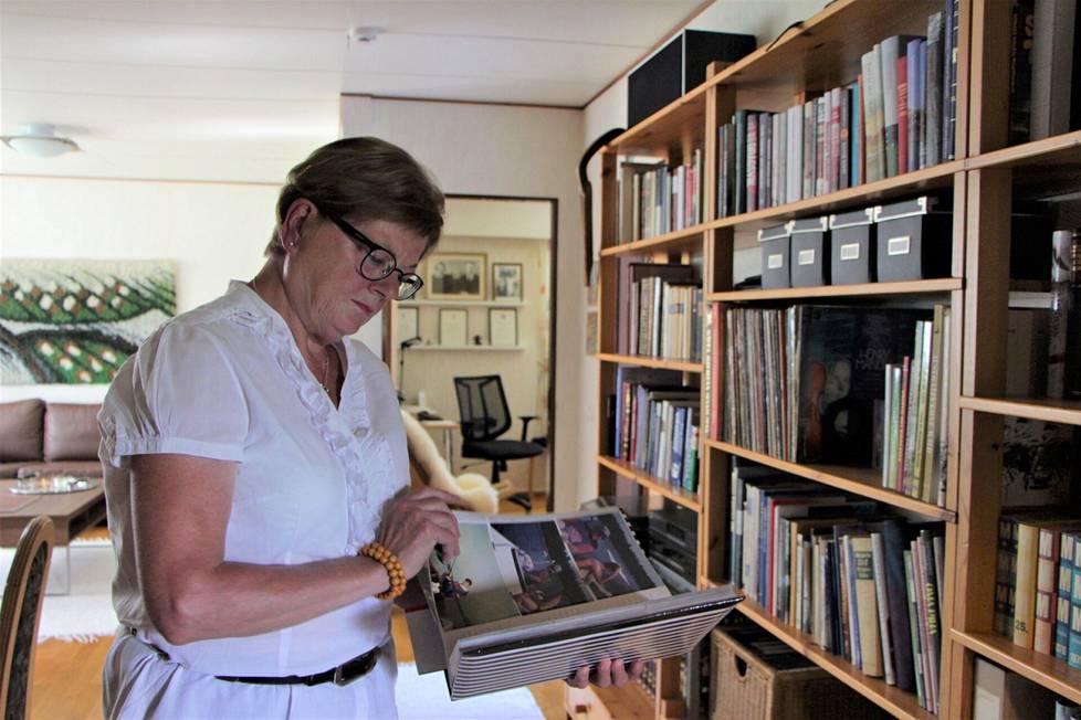 Irma Rosendahlin muistaa elävästi hotellilla järjestetyt suuret juhlat ja koulutukset. Kuvia töistä ei juuri ole, sillä aika kului työn touhussa.