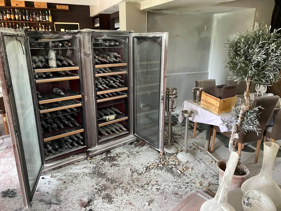 Palanut viinikaappi oli noin kymmenen vuotta vanha.