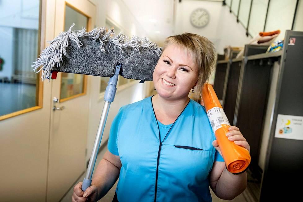 Puhtaanapidon ammattilaiset huolehtivat niin tilojen hygieniasta kuin viihtyvyydestä. – Työ puhtausalalla on siistiä asiakaspalvelutyötä, tietää WinNovan kasvatti Saila Lukkarinen.