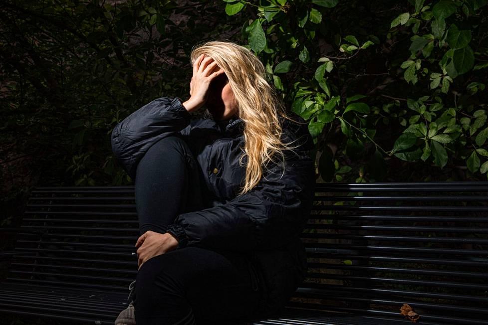 Korona-aika on lisännyt monen yksinäisyyttä ja ahdistuneisuutta.