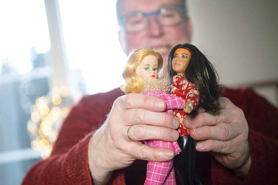 –Osa nukeistani on jo 60-luvulta ja se näkyy. Tukat ovat vähän haalistuneet, samoin kasvot. Mutta sehän tekee niistä vain persoonallisia. Ja niinhän se on, että eletyn elämän jäljet näkyvät meissä kaikissa. Se on hyväksyttävä.