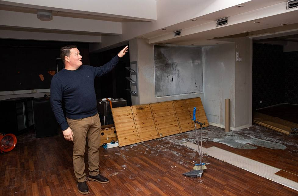 Savunhajua tulee joka paikasta. Jani Lehtinen esittelee Buccon varsinaisen ravintolasalin tuhoja.