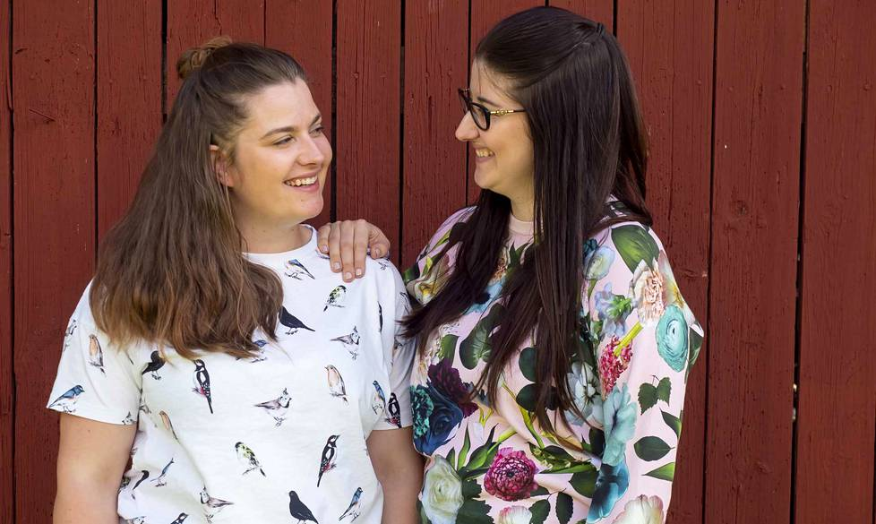 Sofia ja Santra Lähteenmäellä on yrityksissä selkeät, omat vastuualueet, mutta kumpikin pystyy hoitamaan toisen työt yllättävissä tilanteissa tai esimerkiksi loman aikana.